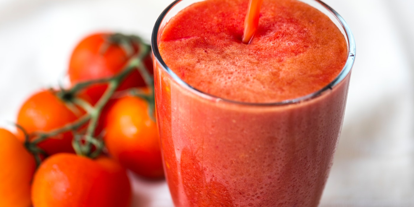 A picture of tomato fruit and juice